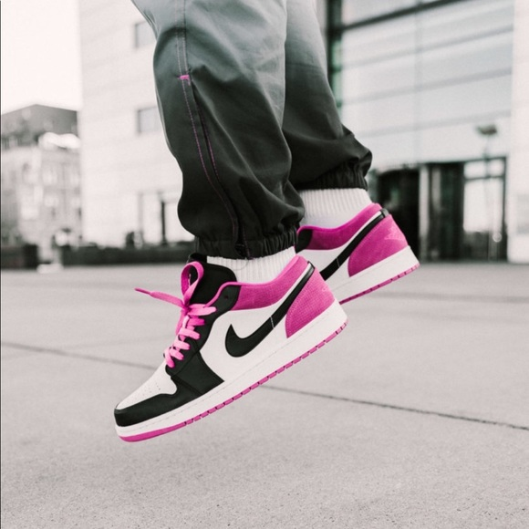 NEW Nike Air Jordan 1 Low SE Pink Fuchsia